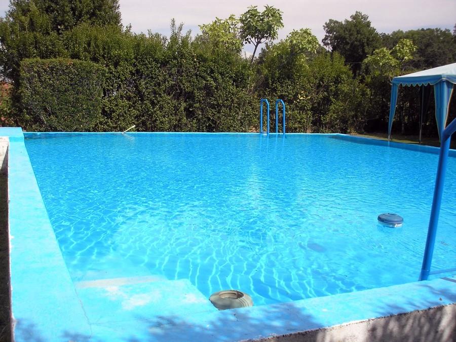 Alicatar piscina con gresite navalmoral de la mata for Gresite piscina precio m2