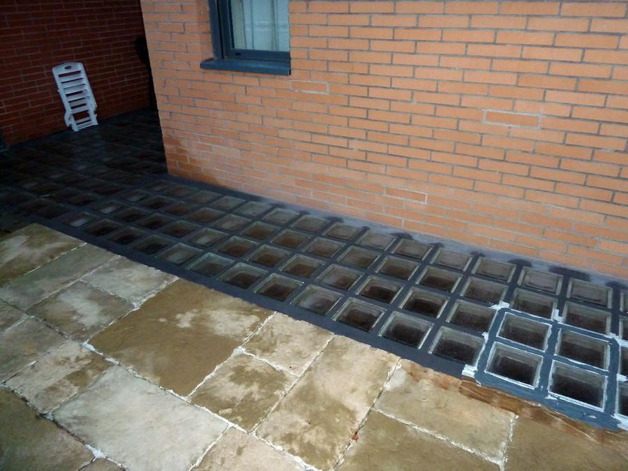 Instalar pav s en suelo exterior en chalet adosado - Precio de paves ...
