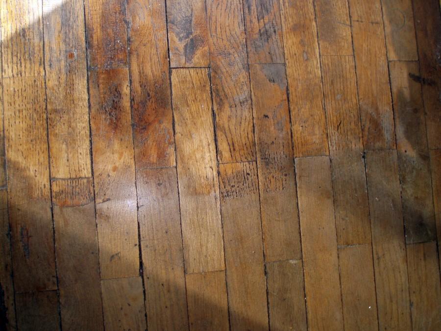 Lijar y barnizar parquet de madera natural barcelona for Parquet madera natural