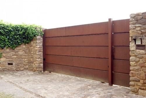 Instalar puerta jard n tremp lleida habitissimo for Instalar puerta corredera