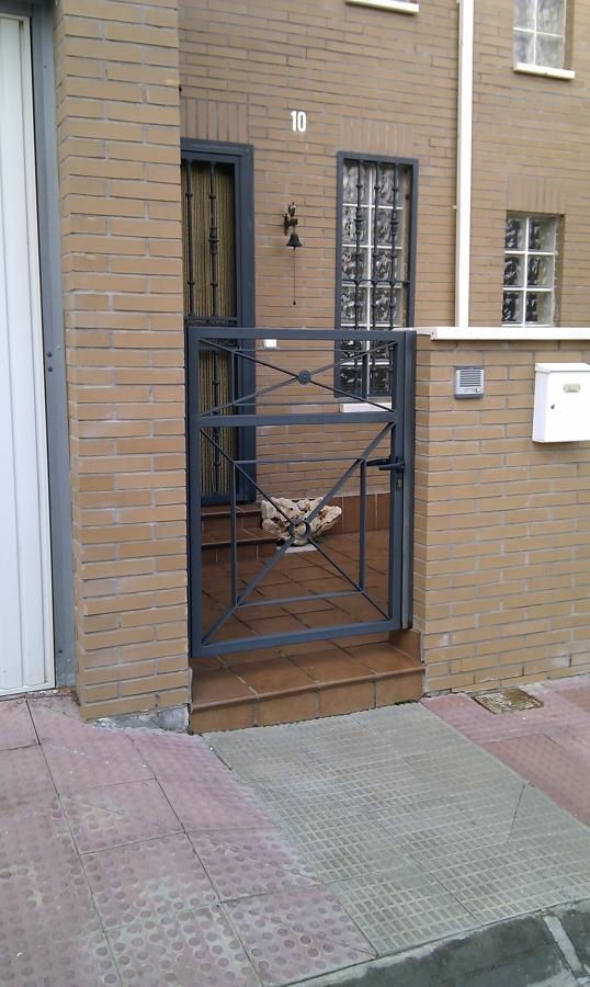 Puerta exterior acabado pintura forja torija - Puertas forja exterior ...