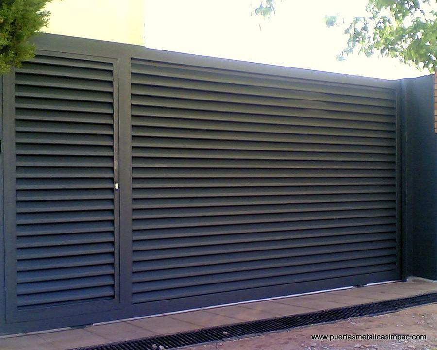 Instalar puerta met lica madrid madrid habitissimo for Puerta garaje metalica