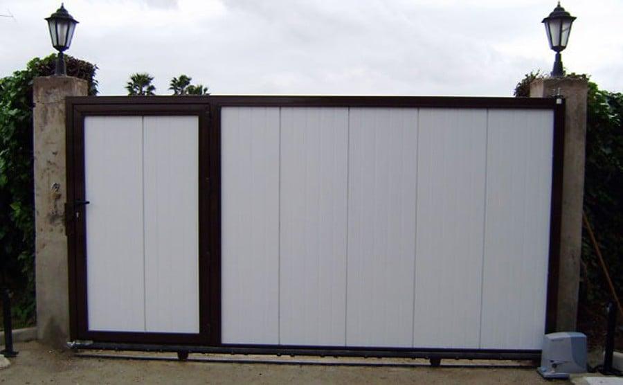 Puerta corredera metalica de 4x2 con motor y complementos for Precio de puertas electricas