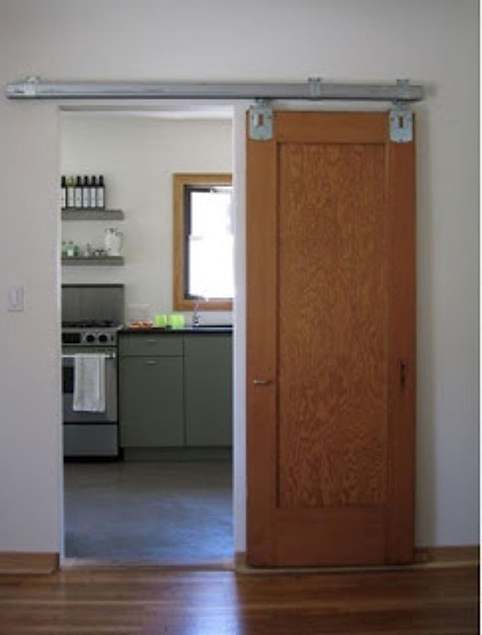 Convertir una puerta de habitaci n abatible en puerta - Guias puerta corredera ...