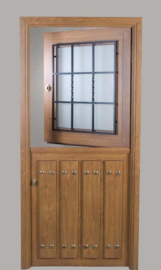 Puerta en pvc exterior imitacion madera pola de lena for Puertas de exterior con cristal