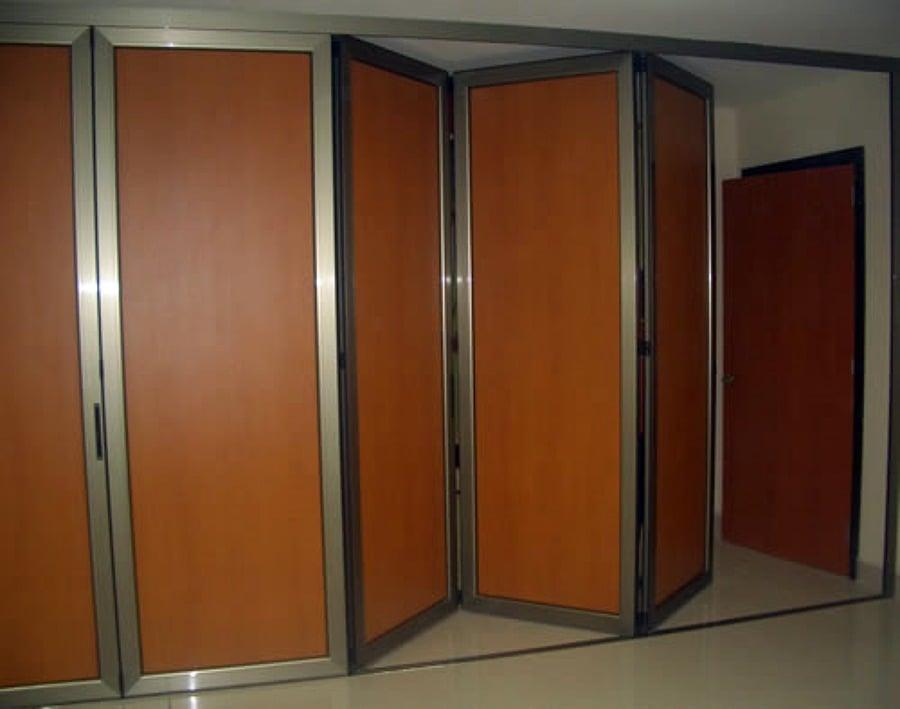 Puertas acordeon aluminio cristal o madera madrid for Precio de puertas plegables