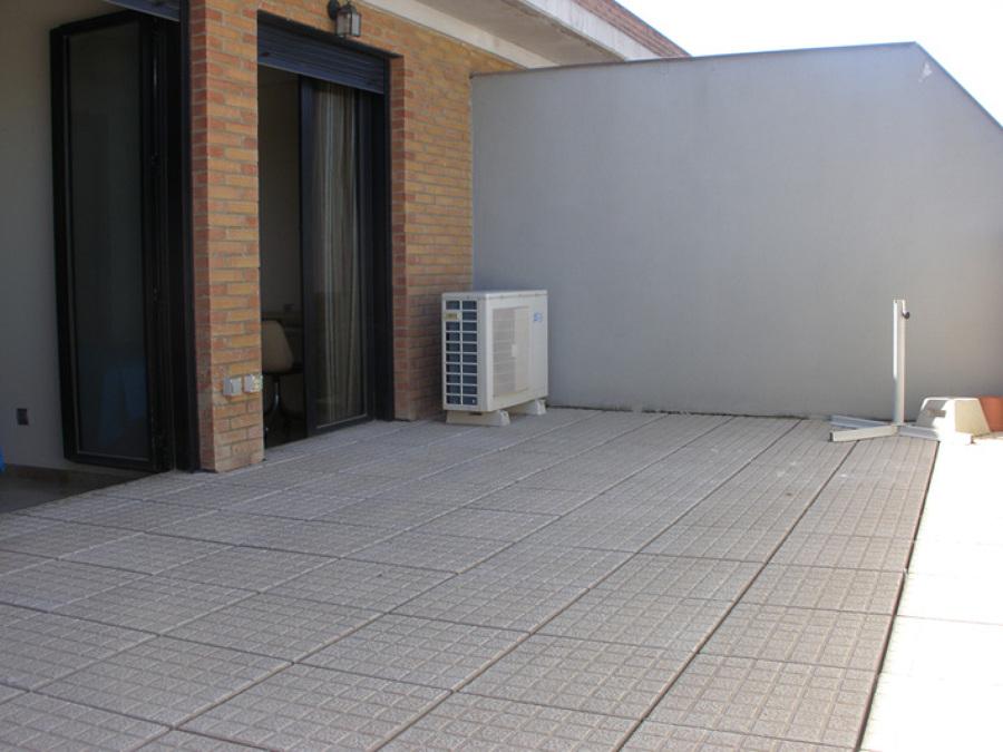 Cambio suelo terraza y pergola con toldo en terraza 24m 2 for Suelos terrazas aticos