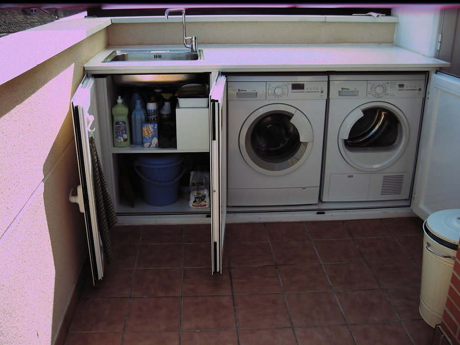 Armario pvc para instalacion lavadora en patio exterior for Patio con lavadero