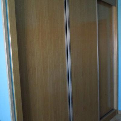 Forrar armario empotrado y cambiar puertas rivas for Cambiar puertas piso