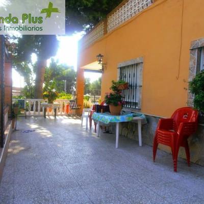 07 - Porchada exterior, terraza y área infantil al forndo_472160
