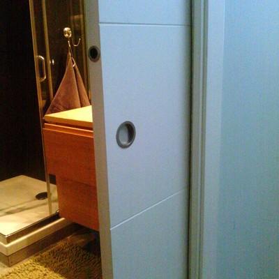 Instalaci n de cerradura en puerta corredera empotrada for Cerradura para puerta de bano