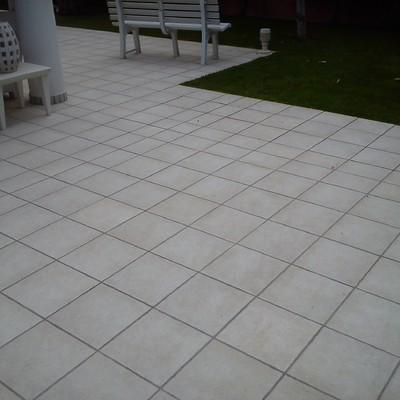 Limpieza de terraza exterior en chatel con pavimento - Suelos de exterior antideslizantes ...