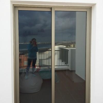 Persianas para puertas correderas en aluminio playa for Precio de puertas de aluminio en rosario