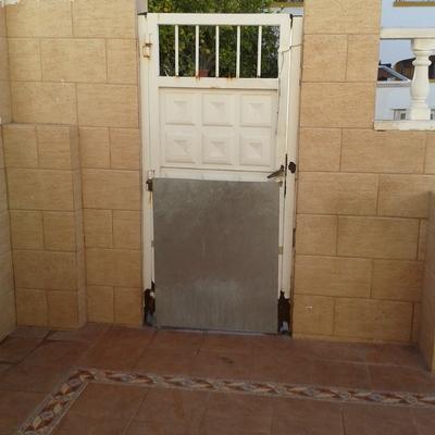 Cambio de puerta de hierro por una de aluminio - Cambio de puertas ...