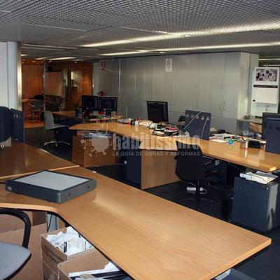 Pintar mesas de una oficina barcelona barcelona for Mesas de oficina barcelona