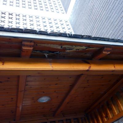 Reparar tejado entrada en madera y pizarra castelldefels for Tejados de madera barcelona