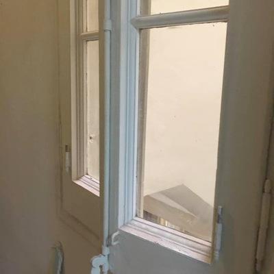 Lijar y pintar ventanas puerta y barandilla en barcelona - Pintar puertas sin lijar ...