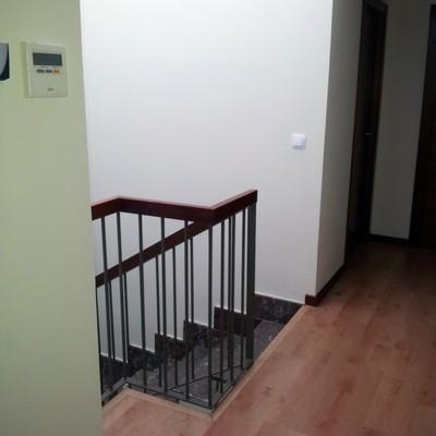 Instalar puertas correderas para cerrar escalera la for Instalar puerta corredera cristal