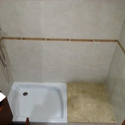 Cambiar plato de ducha por otro m s grande y poner mampara for Poner plato ducha