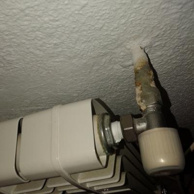 Fuga de agua en llave de paso de radiador pozuelo de for Radiador pierde agua por llave
