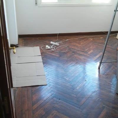 Lijar y barnizar suelo de madera oleiros abeleiras a - Alquiler acuchilladora parquet ...