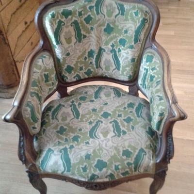 Tapizar sillas y sillones antiguos centro madrid for Tapizar sillas precio