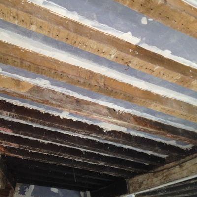Pintar techos y vigas de madera y restaurar puerta - Restaurar vigas de madera ...