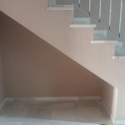Puertas para debajo de escalera c rtama m laga for Puertas de madera malaga