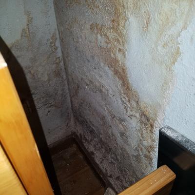 Sanear pared humedad y pintar habitaci n madrid - Pintar paredes con humedad ...
