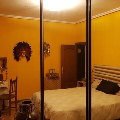 Poner puertas correderas a un espacio de almacenamiento for Poner puerta corredera