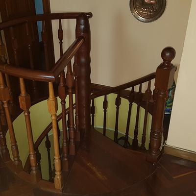 Ajustar escalera caracol de madera - el Alisal, Santander (Cantabria ...