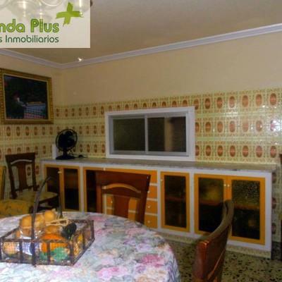 25  Vista del fabuloso mueble de cocina en el salón_472178