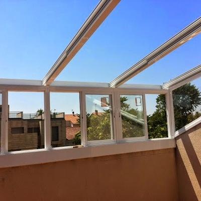 Cerramiento terraza atico con techo movil san mart n de for Techos moviles para terrazas precios
