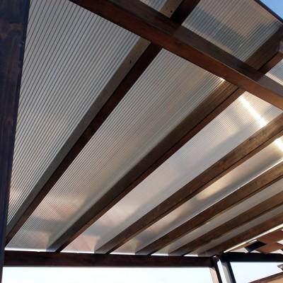 Poner planchas de policarbonato para cubrir techo - Material para tejados ...