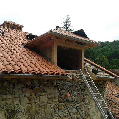Reforma fachada mas tejado con una viga rota abadi o for Tejados y fachadas vizcaya