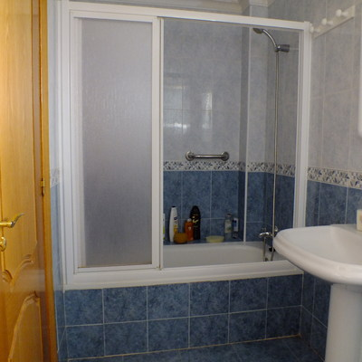Cambiar ba era por plato ducha acrilico e instalar mampara de cristal corredera salinas de - Como instalar un plato de ducha acrilico ...