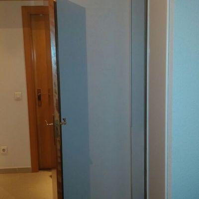 Cambio puertas batientes por puertas correderas las for Puertas correderas madrid