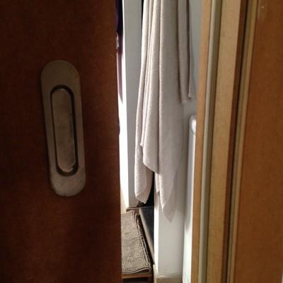 Colocar pestillo en puerta corredera ciutat vella barcelona barcelona habitissimo - Colocar puerta corredera ...