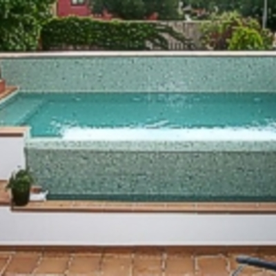 Piscina elevada en patio solado madrid madrid for Piscina elevada rectangular