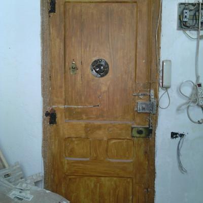 Restaurar puerta de madera eixample barcelona for Puertas madera barcelona