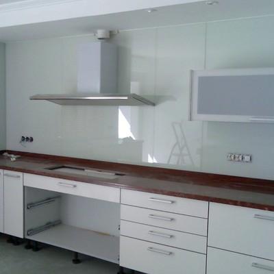 Frontal cocina vidrio lacobel blanco 5 6mm 4 20m x 0 60m - Frente cocina cristal ...
