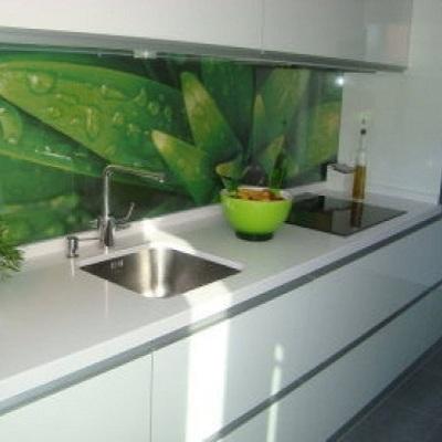 Instalar cristal decorativo frontal cocina tres cantos for Frente cocina cristal