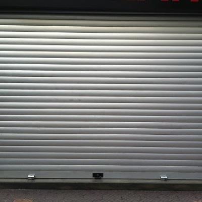 Instalar persiana metalica enrollable acceso garaje for Persiana metalica enrollable precio