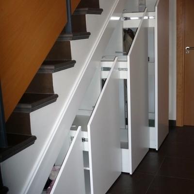 Mueble bajo escalera alovera guadalajara habitissimo for Muebles bajo escalera fotos