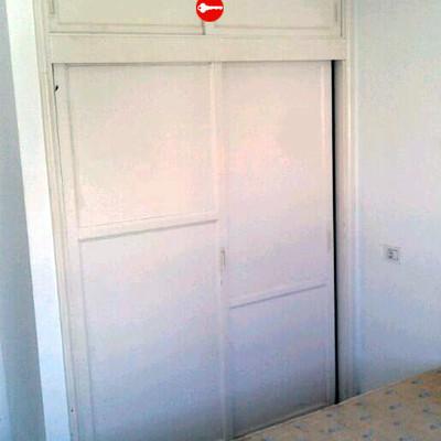 Reformar apartamento cambiar puerta de entrada pintar y for Reformar puertas