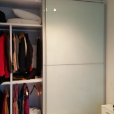 Reparacion de la guia de una puerta corredera de armario empotrado ...