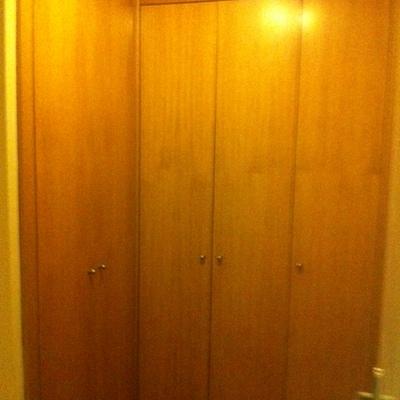 Lijar puertas de armarios y pintar de blanco mate madrid for Pintar puertas de blanco sin lijar