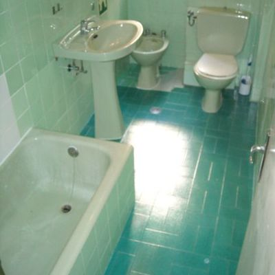 Reforma instalaci n fontaneria vista cocina y ba o for Precio m2 alicatado bano