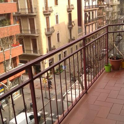 Subir barandilla balcon barcelona barcelona habitissimo for Tapar barandilla balcon