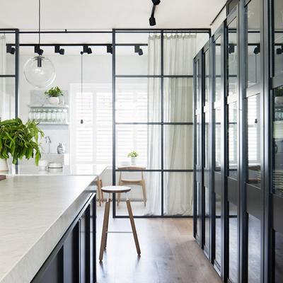 Creacion de puerta de madera cristal vista separadora de - Puerta cocina cristal ...